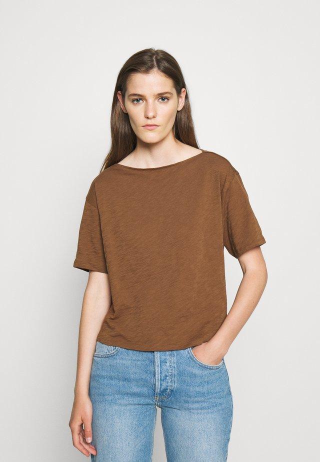 STRAIGHT TEE NEBULOU - Basic T-shirt - cedar