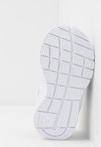 Reebok - ALMOTIO 5.0 - Chaussures de running neutres - white/red/collegiate navy - 5