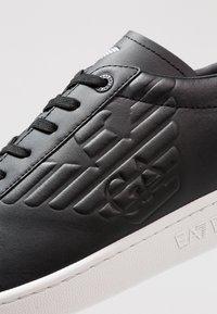 EA7 Emporio Armani - UNISEX - Zapatillas - black - 5
