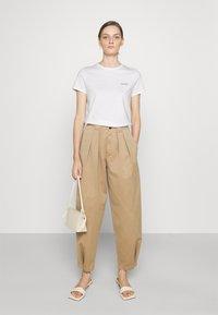CLOSED - Basic T-shirt - ivory - 1
