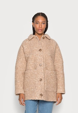 CURLY OVERSIZED WIDE SLEEVES PATCHED POCKETS TURN - Talvitakki - soft caramel