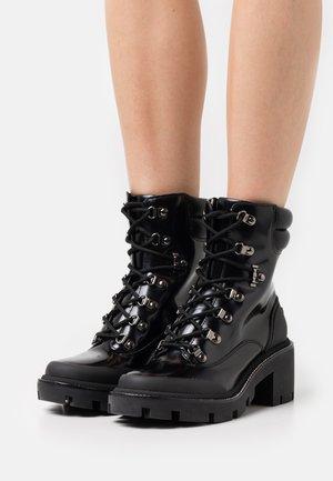 LUG SOLE HIKER BOOTE - Platform ankle boots - perfect black