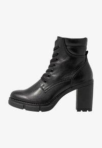 Marco Tozzi - Kotníková obuv na vysokém podpatku - black antic - 1