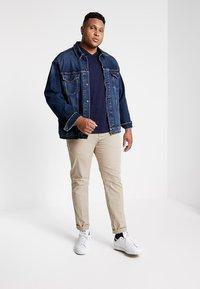 GANT - THE ORIGINAL SLIM V NECK  - T-shirt print - evining blue - 1