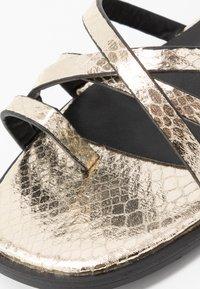Hot Soles - Sandaler m/ tåsplit - gold - 2