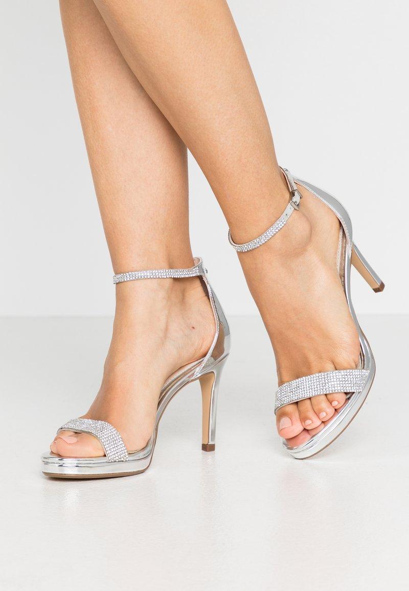 Buffalo - MONROE - Sandály na vysokém podpatku - silver