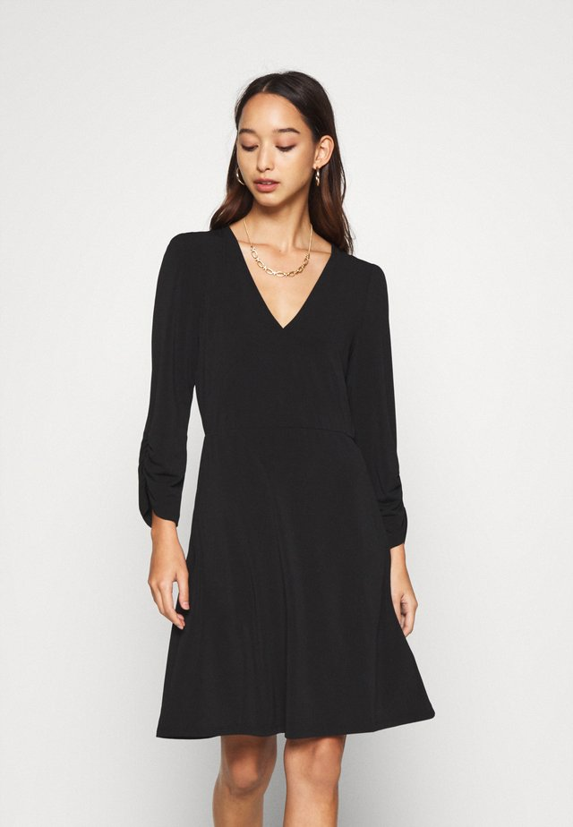 VMALBERTA V NECK DRESS  - Jerseykleid - black
