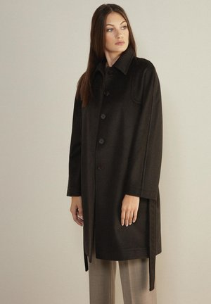 MIT SICHTBAREN STEPPNÄHTEN - Classic coat - braun / moka