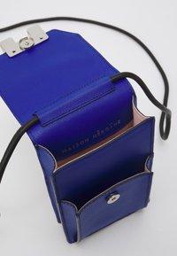 Maison Hēroïne - ROMY - Across body bag - royal blue grained - 4