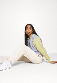 Nike Sportswear - HOODIE - Sudadera - ghost - 3