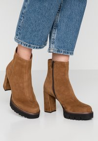 Maripé - High heeled ankle boots - cognac - 0