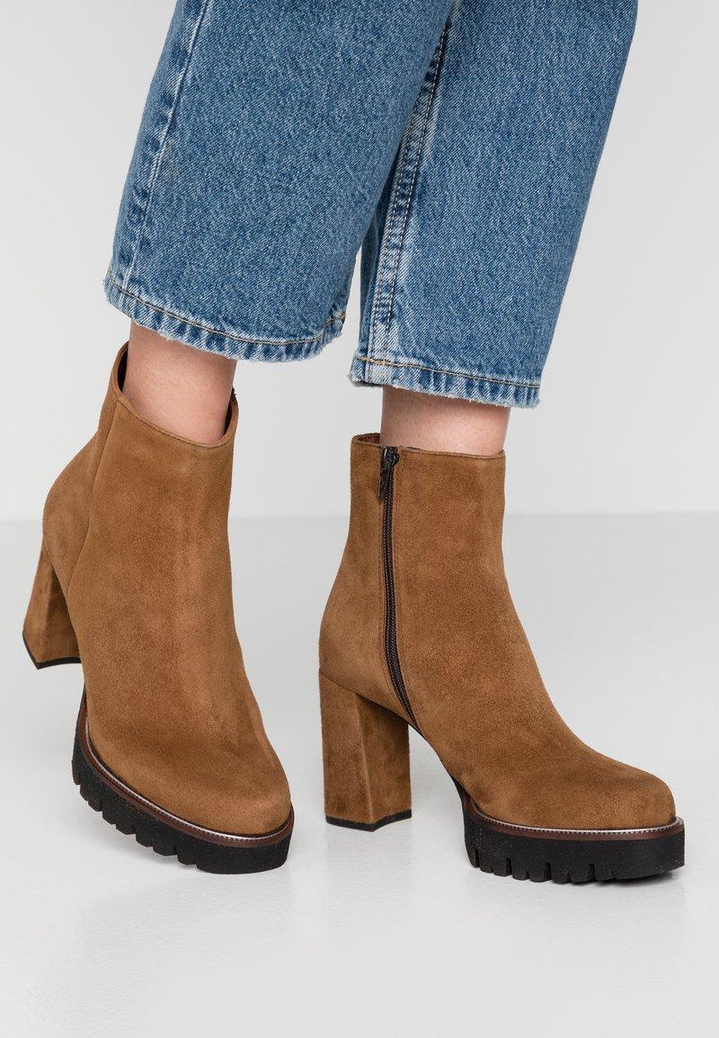 Maripé - High heeled ankle boots - cognac