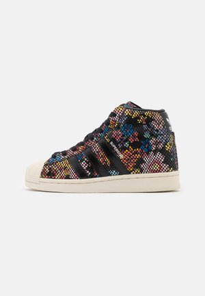 SUPERSTAR UP - High-top trainers - core black/offwhite/scarlet