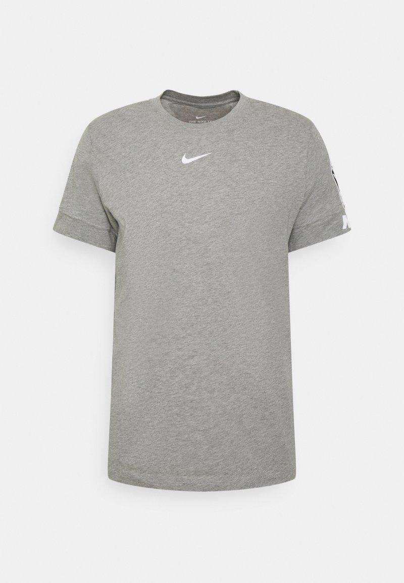 Nike Sportswear - REPEAT TEE - T-shirt med print - dk grey heather/white