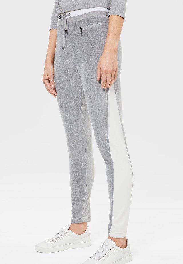 SIENNA - Pantalon de survêtement - hellgrau/weiß