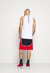 Under Armour - BASELINE RETRO - Sports shorts - black - 2