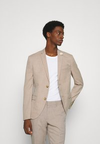 Isaac Dewhirst - WEDDING COLLECTION - SLIM FIT SUIT - Oblek - beige - 2