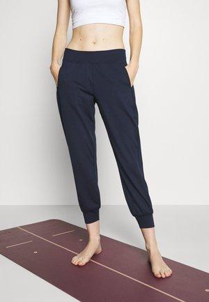 GARY YOGA TROUSERS - Teplákové kalhoty - navy blue