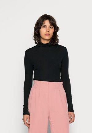 WILMA ROLLNECK - Stickad tröja - black