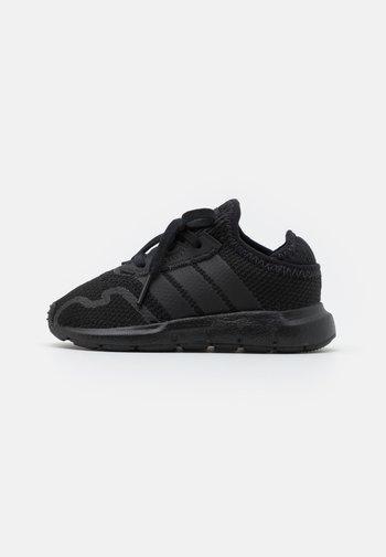 SWIFT RUN UNISEX - Zapatillas - core black