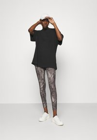 Abercrombie & Fitch - WELLNESS - Leggings - Trousers - grey marble wash - 1