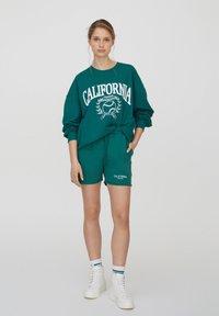 PULL&BEAR - Shorts - green - 1