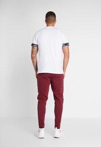 Ellesse - MARTINETTI - Pantalones deportivos - burgundy - 2