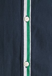 Jack & Jones - JJCHRIS STRIPE SHIRT - Vapaa-ajan kauluspaita - verdant green - 2