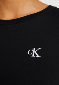 Calvin Klein Jeans - EMBROIDERY SLIM TEE - T-shirt basic - black - 5