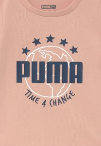 Puma - TIME FOR CHANGE TEE - T-shirt con stampa - pink sand - 3