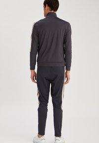 DeFacto Fit - Zip-up hoodie - indigo - 2