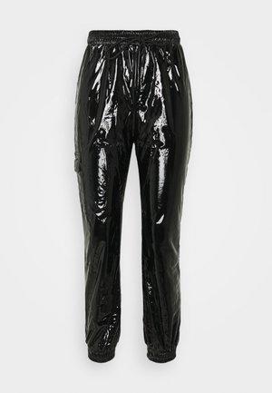 VINYL PANTS - Bukse - blac