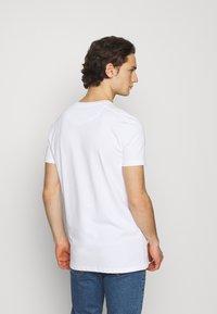 AMICCI - CROTONE - Printtipaita - white - 2