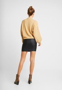 Topshop - COATED JONI SKIRT - Minijupe - black - 2
