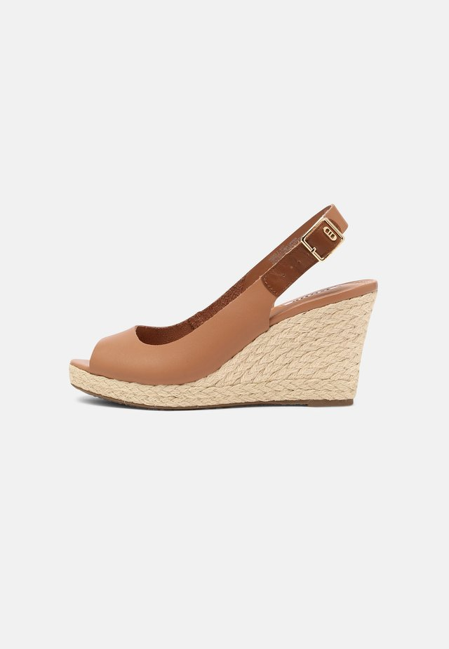 KICKS 2 - Sandalen met plateauzool - camel