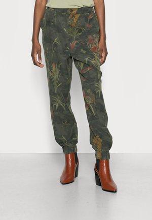 PANT CAMOTIGER - Spodnie materiałowe - green