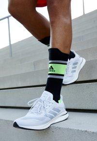 adidas Performance - SUPERNOVA BOOST PRIMEGREEN RUNNING SHOES - Neutrala löparskor - glow grey/core black - 4