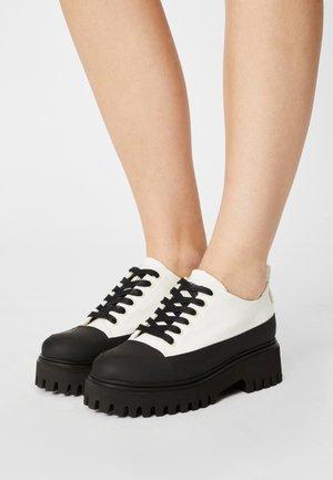 GROOV-Y - Šněrovací boty - black
