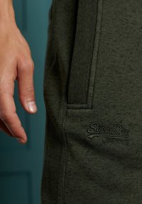 Superdry - ORANGE LABEL - Tracksuit bottoms - winter khaki grit - 1