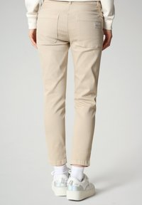 Napapijri - MULLEY - Relaxed fit jeans - natural beige - 1
