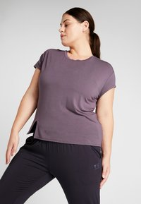 YOGA CURVES - SLIT - Camiseta estampada - aubergine - 0