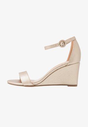 RAMONA SINGLE SOLE WEDGE - Wedge sandals - gold