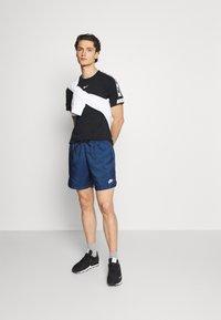 Nike Sportswear - REPEAT TEE - T-shirt med print - black - 1