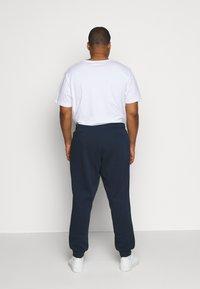 Jack & Jones - JJIGORDON JJNEWSOFT PANT - Teplákové kalhoty - navy blazer - 2