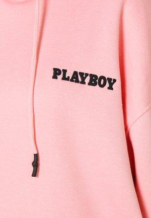 PLAYBOY GRAPHIC HOODY DRESS - Day dress - pink