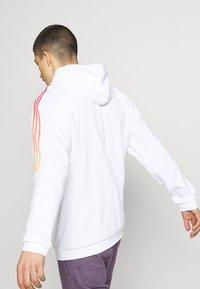 adidas Originals - UNISEX - Sweatshirt - white/multicolor - 3