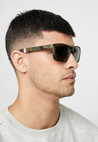 Superdry - YAKIMA - Sunglasses - khaki/black - 1