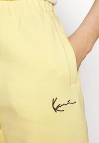 Karl Kani - SIGNATURE SWEATPANTS LIGHT - Tracksuit bottoms - yellow - 5