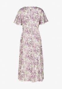 NA-KD - ZALANDO X NA-KD WIDE FLOWY SLEEVE MIDI DRESS - Kjole - purple - 6