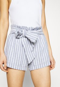 Abercrombie & Fitch - Shorts - blue/white - 4